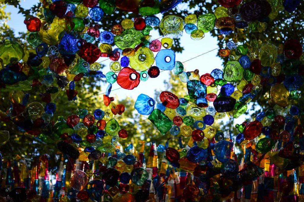 Visites gratuïtes per a persones amb diversitat visual per les festes majors del barri de Gràcia a Barcelona